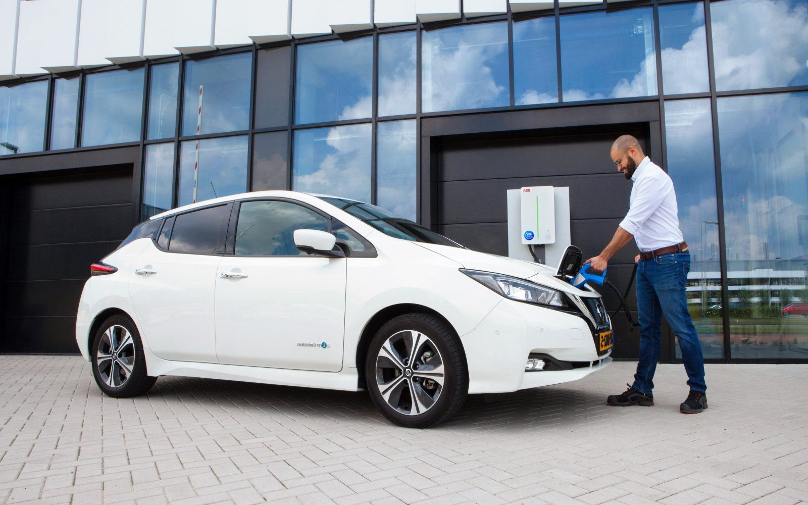 The V2G offering is to be available to fleet owners of Nissan's LEAF and e-NV200 models. Image: EDF