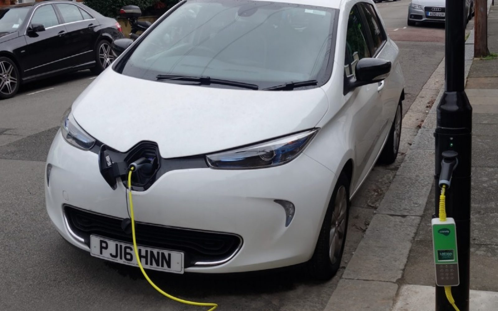 siemens to deploy london's street light electric vehicle chargers