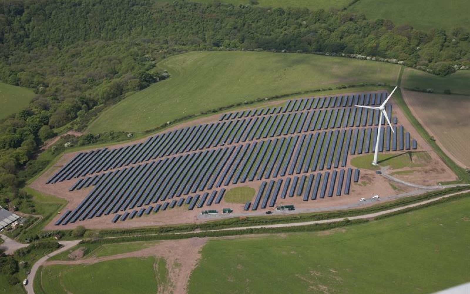 Colocated solar and wind at the Parc Cynog site in Wales. Image: Vattenfall.