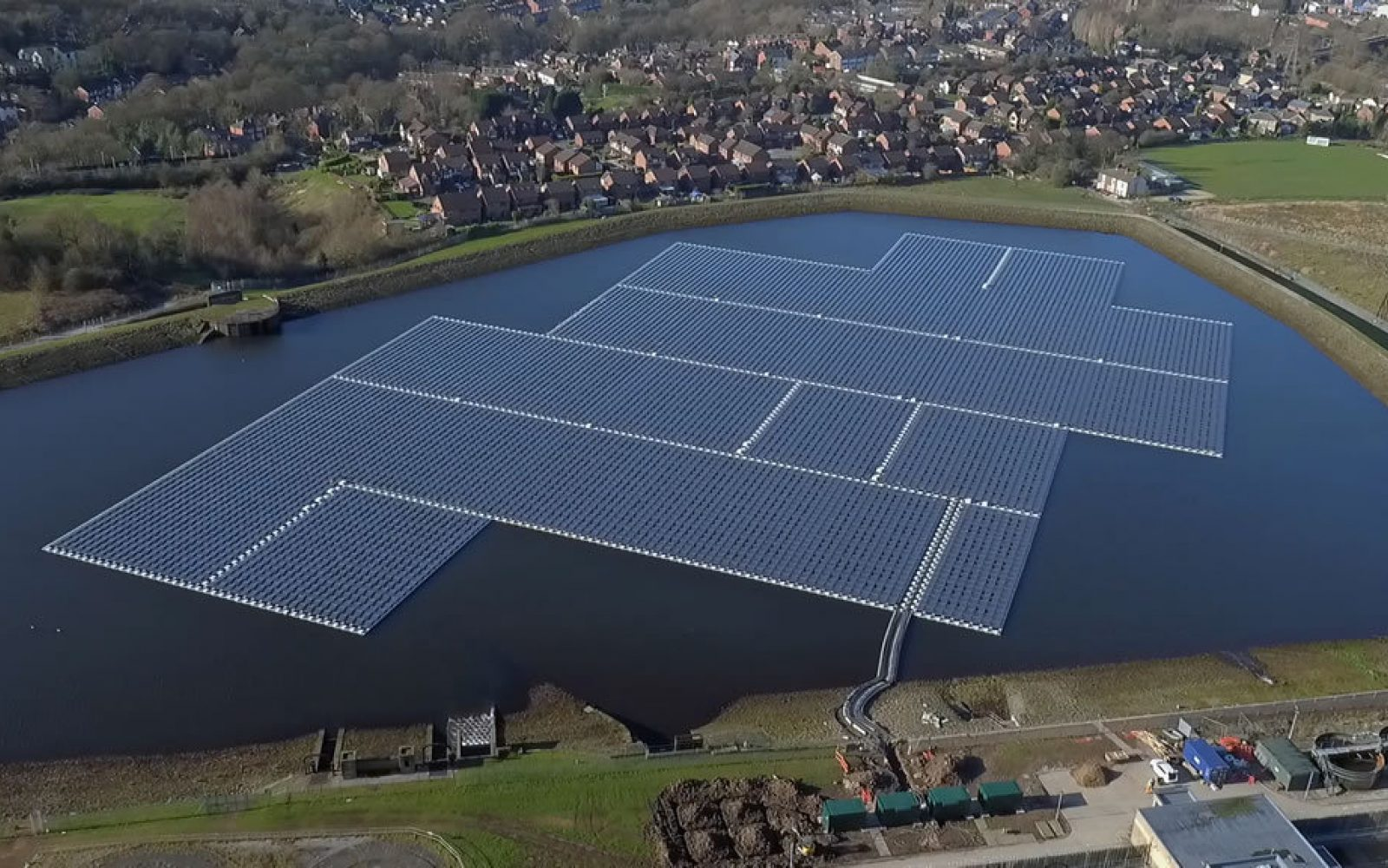 United Utilities already sources 21% of its energy demand from on-site generation, including from this floating solar installation. Image: Forrest.