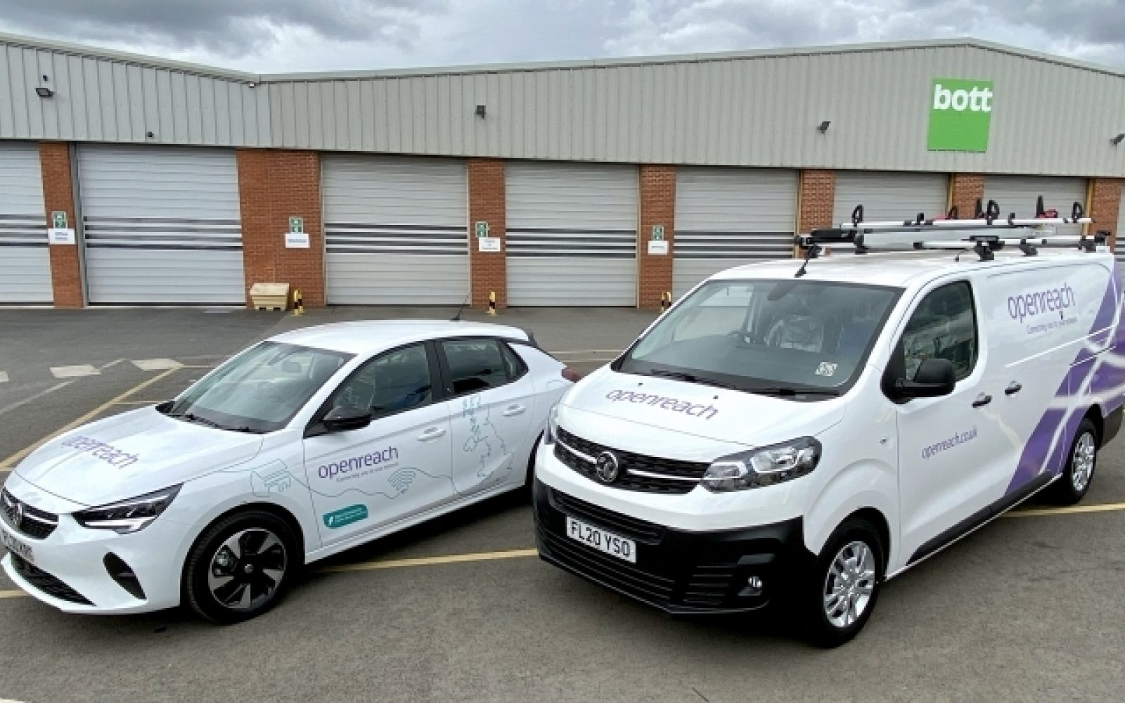 Vauxhall's Vivaro-e vans and Corsa-e cars will join Openreach's fleet. Image: Vauxhall.