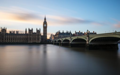 The government must establish a clear 'technology pathway', with the IPPR backing heat pumps.