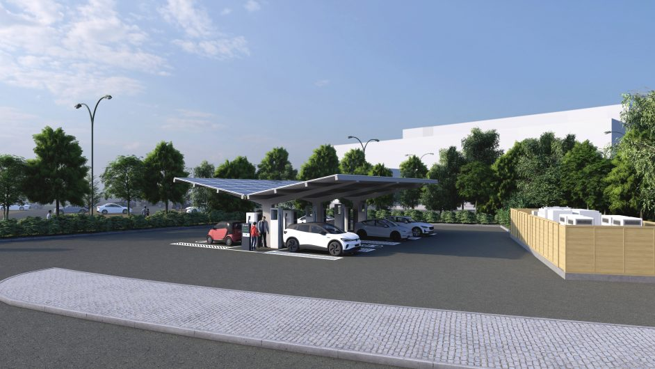 EV chargers and storage at Monk Cross HyperHub. Image: EvoEnergy.