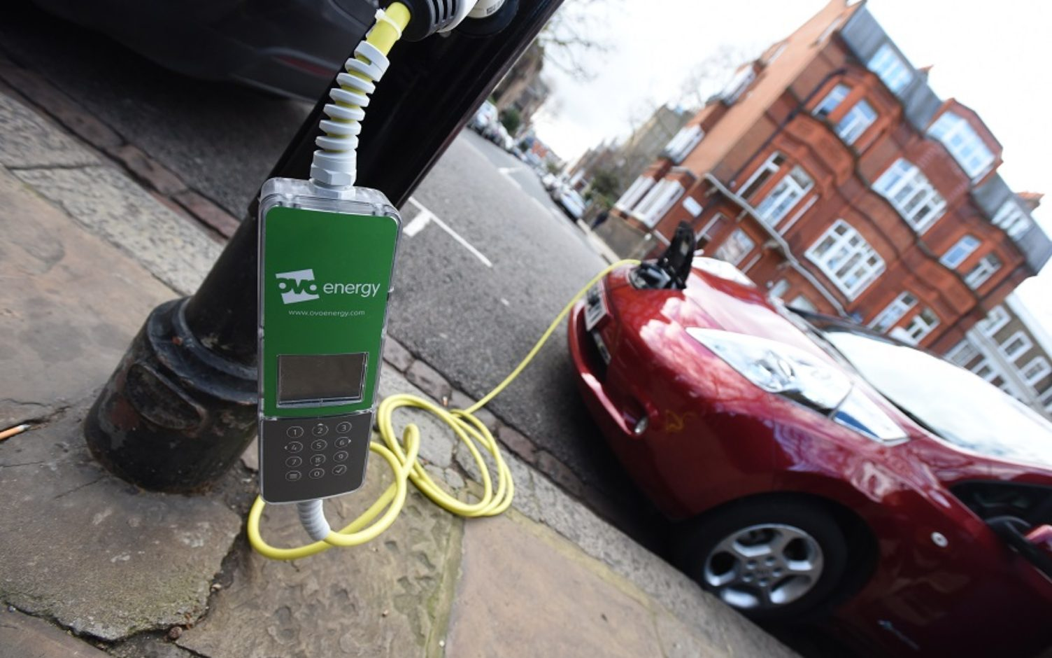 Implementing central-London's biggest lamp column charging network